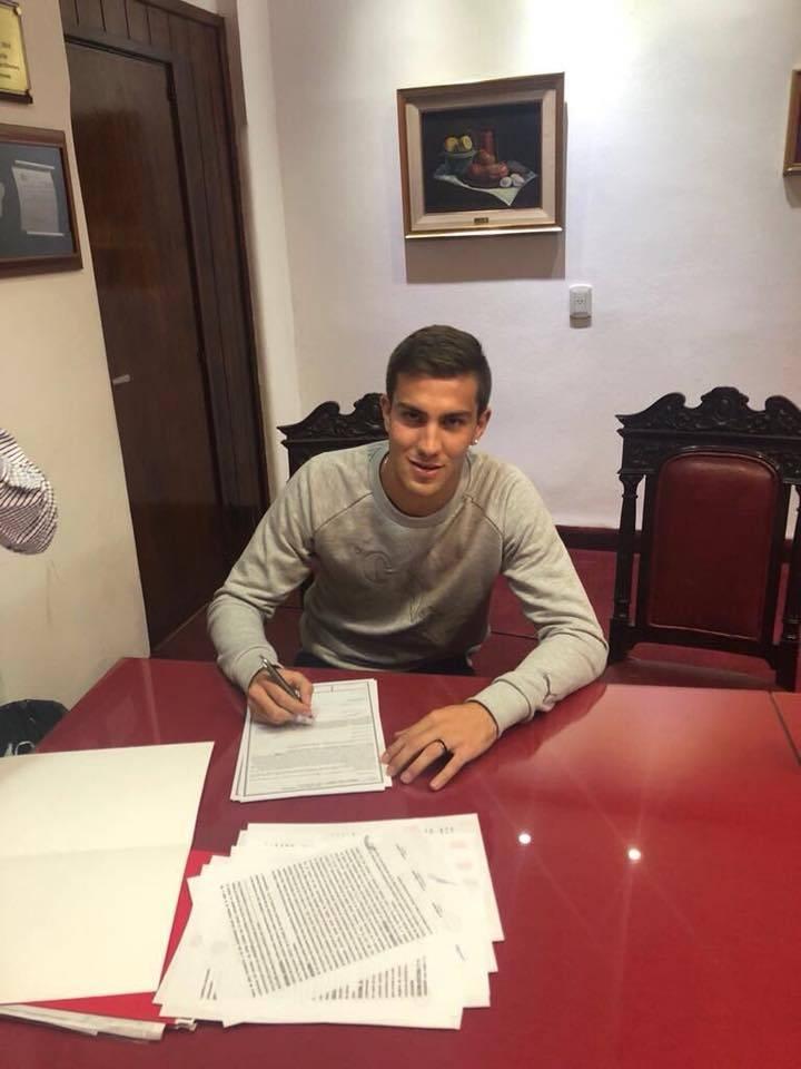 Tostado: Robertino Giacomini firmó su primer contrato en el fútbol