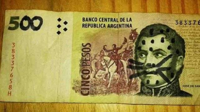 Un joven santafesino quiso hacer pasar un billete de $5 por uno de $500 y terminó tras las rejas